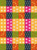 Nahtloses Patchworkmuster von den hellen bunten Flecken mit Blättern und Blumen Lizenzfreie Stockfotografie