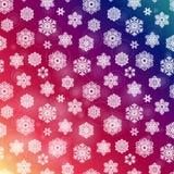 Nahtloses purpurrotes Muster des Winters mit Hand gezeichneten Schneeflocken Lizenzfreies Stockbild