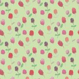 Nahtloses Rastermuster mit den roten und rosa Kleeblumen auf blassem Hintergrund vektor abbildung