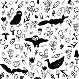 Nahtloses Schwarzweiss-Muster mit Tieren, Blumen, Beeren, Pilzen und Insekten lizenzfreie abbildung