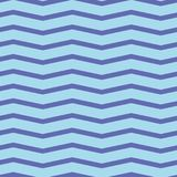 Nahtloses Sparrenmuster Bunter purpurroter Zickzack auf hellblauem Hintergrund Lizenzfreies Stockbild