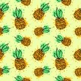 Nahtloses vektormuster Übergeben Sie gezogene Fruchtillustration der bunten Ananas mit Spritzen und fallen Sie, auf den gelben Hi Lizenzfreie Stockfotografie