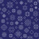 Nahtloses Vektormuster des weißen blauen Winterschneeflockenentwurfs stockbilder