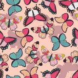 Nahtloses Vektormuster mit Hand gezeichneten bunten Schmetterlingen lizenzfreie abbildung