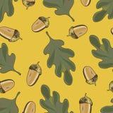 Nahtloses Vektormuster mit Herbstlaub Eichenblatt- und -eichelzeichnung stockfotografie
