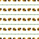 Nahtloses Vektormuster mit Insekten, symmetrischer Hintergrund mit hellen kleinen Marienkäfern und Niederlassungen, auf dem weiße Stockfotografie