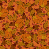 Nahtloses Vektormuster mit rotem, orange und gelbem Herbstlaub Stockfotografie