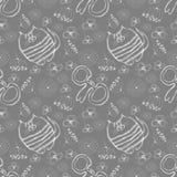 Nahtloses vektormuster Netter grauer Hintergrund mit Hand gezeichneten Katzen, mouses und Blumen Lizenzfreies Stockfoto