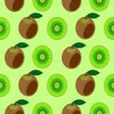 Nahtloses Vektormuster, symmetrischer Hintergrund der hellen Früchte mit Kiwi, ganz und halb Lizenzfreies Stockfoto