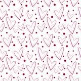 Nahtloses Vektormuster, weißer Hintergrund mit den roten und rosa Herzen Stockfoto