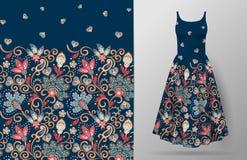 Nahtloses vertikales Fantasieblumenmuster Blumenhintergrund des Handabgehobenen betrages auf Kleidermodell Vektor Traditionelles  lizenzfreie abbildung