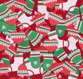 Nahtloses Weihnachtsmuster mit handgemachten Weihnachtssymbolen Lizenzfreies Stockfoto