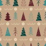 Nahtloses Weihnachtsmuster mit Tannenbäumen, Schneeflocken, Girlanden Stockfotos