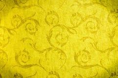 Nahtloses Weinlesemuster der klassischen Tapete auf Goldhintergrund Stockbilder