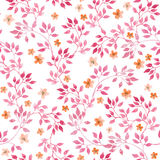 Nahtloses Weinlesemuster mit handgemalten Rosablättern und ditsy kleinen Blumen watercolor Lizenzfreie Stockfotos