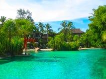 Nai杨,泰国- 2010年2月12日:在手段泰国的海滩旁边游泳池 免版税库存图片