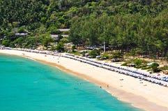 Nai -nai-han Strand Phuket Thailand op April 2010 Stock Foto
