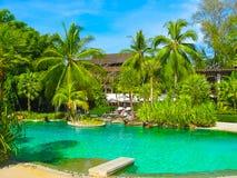 Nai Yang, Thailand - 12. Februar 2010: Strandseitenswimmingpool am Erholungsort Thailand Lizenzfreies Stockfoto