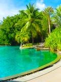 Nai Yang, Thailand - 12. Februar 2010: Strandseitenswimmingpool am Erholungsort Thailand Lizenzfreies Stockbild