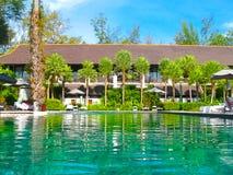 Nai Yang, Thailand - Februari 12, 2010: Strand zij zwembad bij toevlucht Thailand Royalty-vrije Stock Afbeeldingen