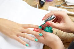 Nails painting woman with brush in Nail Salon Stock Photography