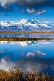 Naimona'nyi máximo pelo lago Manasarovar Foto de Stock