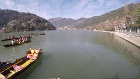 Nainital Timelapse från tallital se in mot mallital stock video