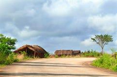 NAIOPUE MOCAMBIQUE - DECEMBER 7, 2008: bosättningen. En bo Arkivbilder