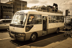 NAIROBI, KENIA - 14 DE ENERO: Un conductor no identificado en el autobús foto de archivo libre de regalías