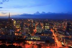 Nairobi Kenya på natten Royaltyfria Foton