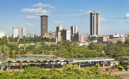 Nairobi-Skyline und Uhuru Park, Kenia Lizenzfreie Stockfotos