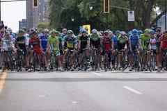 Najlepszy cykliści w świacie przygotowywają brać na drugi nodze Zdjęcia Royalty Free