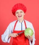 Najlepszy noże kupować Jest ostrożny podczas gdy cięcie Rżnięci warzywa lubią szefa kuchni Kobieta szefa kuchni fachowego chwyta  obraz stock