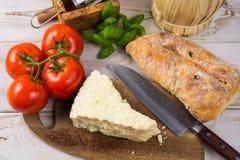Najlepszy Włoski jedzenie - świeży pecorino ser, czerwone wino, oliwny brea Zdjęcie Royalty Free