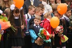 najpierw dzwoni Wrzesień 1, wiedza dzień w rosjanin szkole Dzień wiedza pierwszy dzień szkoły Zdjęcie Stock