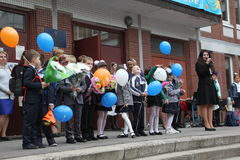 najpierw dzwoni Wrzesień 1, wiedza dzień w rosjanin szkole Dzień wiedza pierwszy dzień szkoły Fotografia Stock