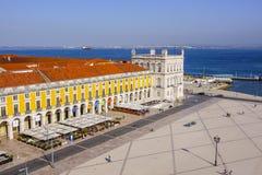 Najwięcej pięknego punktu zwrotnego w Lisbon 17, 2017 - sławny Comercio kwadrat przy Tagus rzeką - LISBON, PORTUGALIA, CZERWIEC - Fotografia Royalty Free