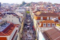 Najwięcej sławnej ulicy w Lisbon 17, 2017 - ulica Augusta - LISBON, PORTUGALIA, CZERWIEC - Fotografia Royalty Free