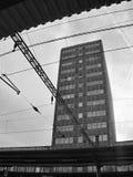 Najwięcej, Ustecky kraj, republika czech - Listopad 20, 2016: czarny i biały fotografia wysoki dworca budynek Fotografia Stock