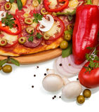 Najwyższa pizza z warzywami fotografia royalty free
