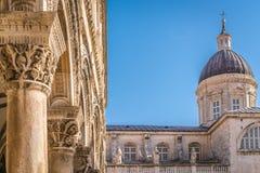 Nakładająca Kościelny wierza kopuła w Dubrovnik fotografia stock