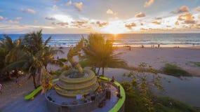 Naka bóg wąż statua po środku Karon plaży Obraz Royalty Free