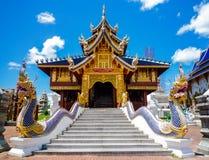 Naka statua na schody balustradzie przy Tajlandzką Buddyjską pagodą Fotografia Royalty Free