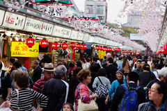 Nakamise购物街道在浅草 免版税库存照片