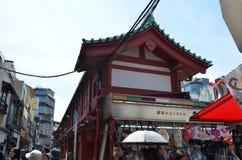 Nakamise-dori z swój sklepami, SensÅ  - ji świątynia zdjęcie stock
