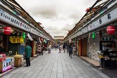 Nakamise en shoppinggata Royaltyfri Bild