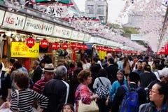 Nakamise het winkelen straat in Asakusa Royalty-vrije Stock Foto