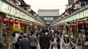 Nakamise, una strada dei negozi tradizionale a Tokyo, Giappone archivi video