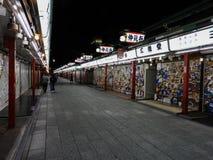 Nakamisedori, Asakusa in de avond royalty-vrije stock afbeeldingen
