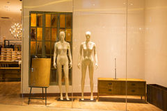 Naked mannequins in fashion shop window Royalty Free Stock Photography